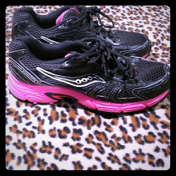 adbf995ebae5 Saucony oasis black & pink sneakers sz 10. Saucony.  M_5bf06b59baebf603d687ff2b. M_5bf06b6e819e90accdcbb655.  M_5bf06b78aaa5b899f8957a0d